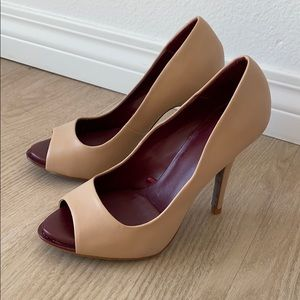 Nude heeled pumps
